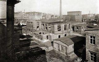 Kinderklinik nach der Zerstörung durch Alliierte Bomberverbände