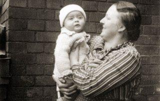 Peter mit seiner Mutter