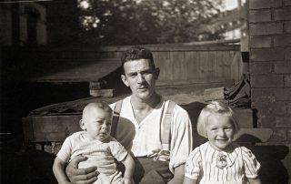 Peter mit Vater und Schwester